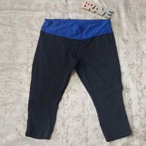 Lululemon Ruffle Capri Crop Black- Blue Leggins 12